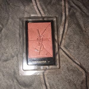 YSL Couture Highlighter in 2 Rosy Pink